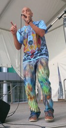tarek-on-stage-color-clothes-280